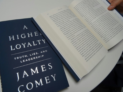 USA: Comey repousse les critiques et se dit écrivain sans expérience