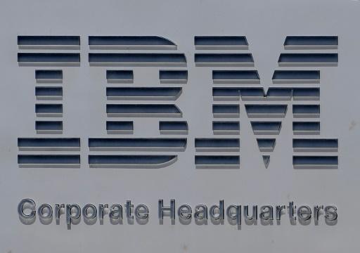 IBM poursuit le redressement de ses ventes mais sa prévision annuelle déçoit