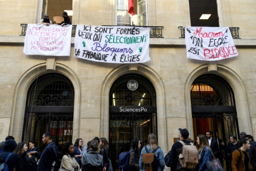Universités: Sciences Po Paris partiellement occupé, la direction ferme l'accès
