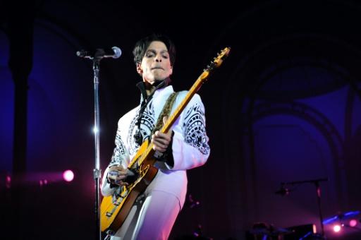 Costumes de scène, guitare, des objets de Prince aux enchères