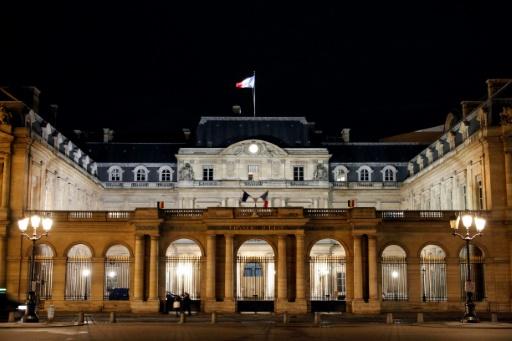 Elle refuse de serrer la main d'hommes : la naturalisation d'une Algérienne annulée
