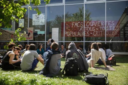 Universités: les étudiants de Nanterre votent la poursuite du blocage jusqu'au 2 mai