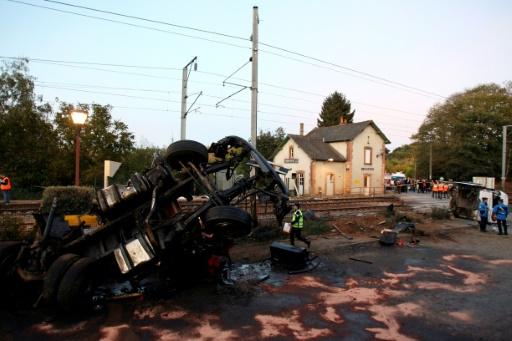 Collision mortelle à un passage à niveau: la SNCF éreintée par les victimes