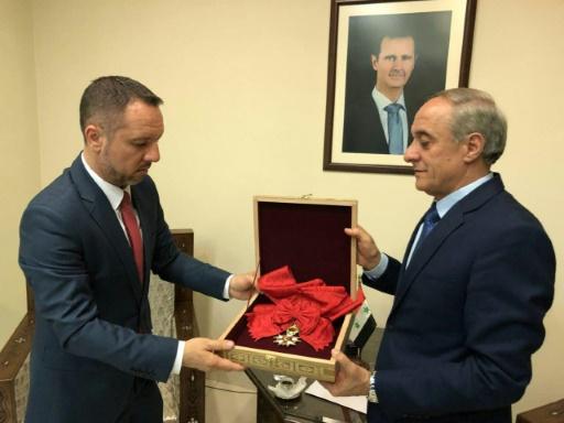 Damas rend la légion d'honneur d'Assad à la France,