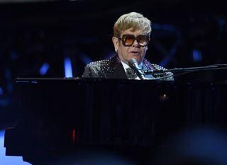Paramount lance la production d'un film sur Elton John