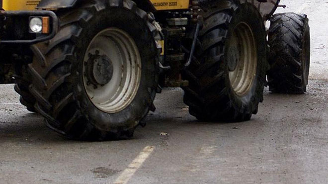 Un blessé grave lors d'un accident impliquant un tracteur sur la N25: il s'est retrouvé coincé dans les tôles de son véhicule
