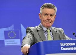 Le fisc veut dégager un accord avec Karel De Gucht