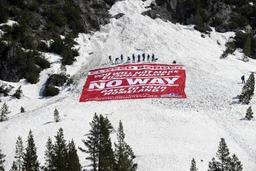 France: des militants d'extrême droite bloquent un col alpin, lieu de passage de migrants
