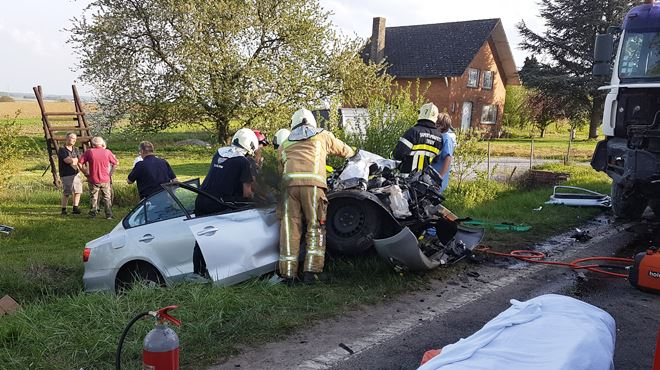 Grave collision frontale en fin d'après-midi à Thuillies- éblouie par le soleil, une conductrice dévie et percute un camion 1