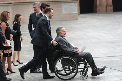 L'ex-président Bush hospitalisé au lendemain des obsèques de son épouse (porte-parole)