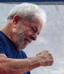 Brésil: Lula dit à son parti de trouver un autre candidat à la présidentielle