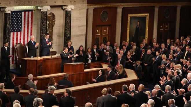 Macron accueilli par une longue ovation au Congrès américain