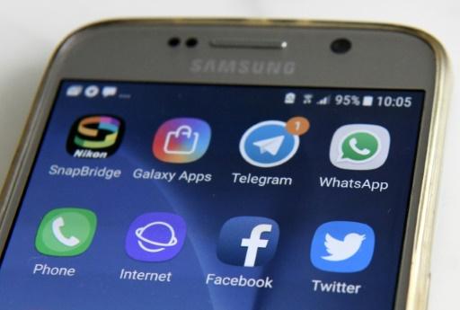 Fausses infos: l'Union européenne met sous pression les réseaux sociaux