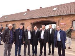 Rudy Demotte dépose une gerbe au nom de la Fédération Wallonie-Bruxelles à Auschwitz