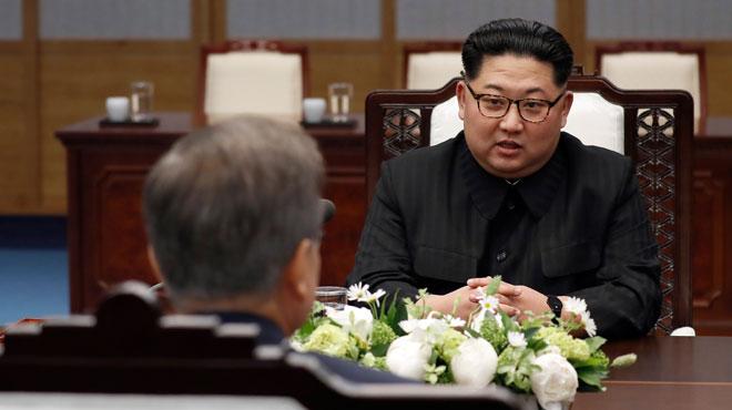 Rencontre historique entre les deux Corées: des symboles jusque dans la taille de la table