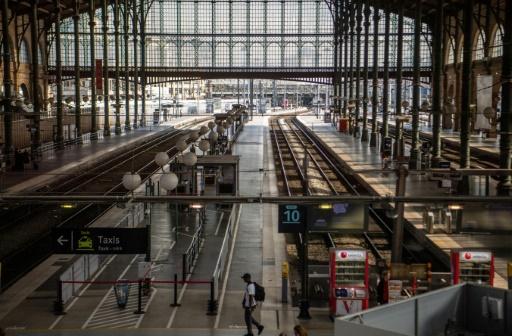 Grève: la SNCF prévoit 1 TGV sur 2 dimanche et 1 Intercités sur 3