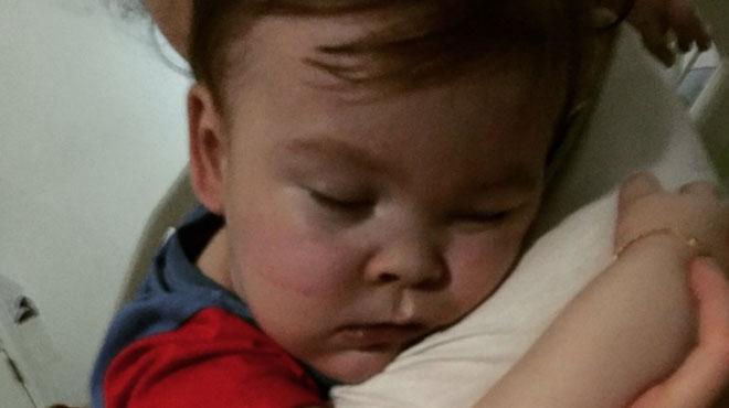 Alfie, un bébé en état semi-végétatif, est décédé samedi après une longue bataille judiciaire