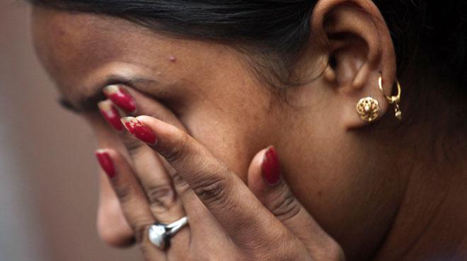 Une petite fille de six ans violée et étranglée dans une école d'Inde décède à l'hôpital