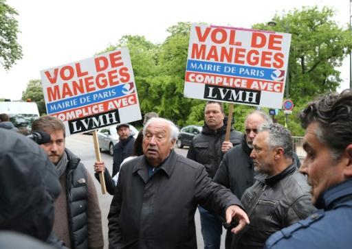 Manifestation de forains à Paris contre l'ouverture d'un parc d'attractions de LVMH
