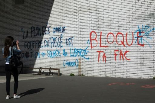 Réforme de l'université: à Paris 8, reprise du blocus au retour des vacances