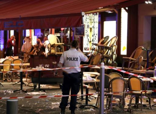 Scènes de panique à Nice après un tir de pistolet d'alarme: des blessés légers