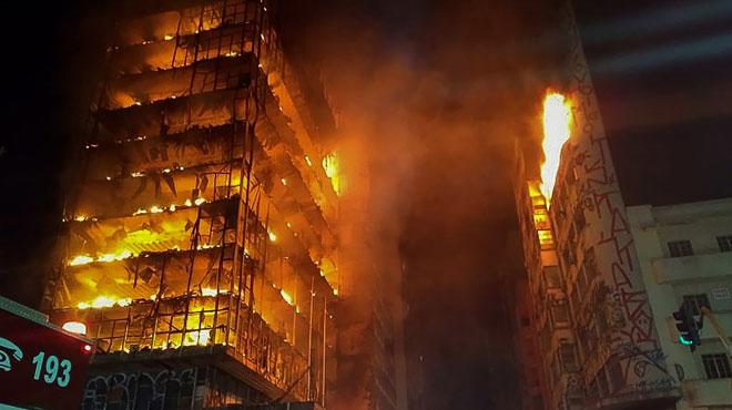 Une tour de Sao Paulo s'effondre après avoir été ravagée par un incendie: elle était squattée par des dizaines de familles sans-abri