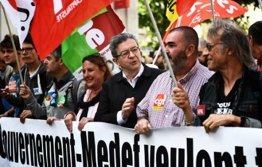 Violences lors du 1er mai à Paris: Mélenchon accuse l'extrême droite