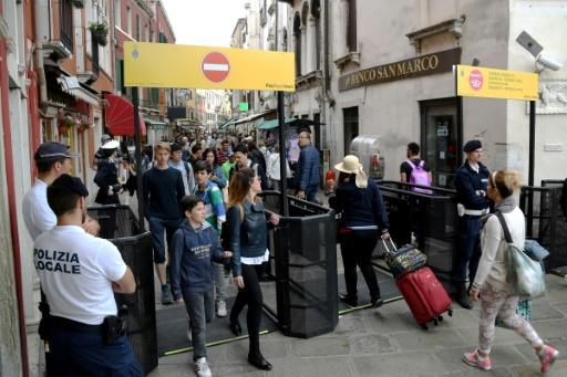 Venise teste des portiques pour réguler l'afflux de touristes