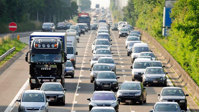 Un accident impliquant deux camions provoque des files sur la E42 à Héron: un chauffeur a été désincarcéré