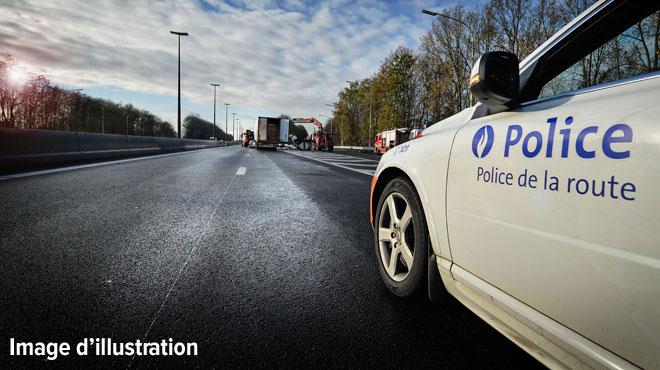 L'autoroute E411 fermée: une camionnette et un camion sont entrés en collision à Lavaux-Sainte-Anne