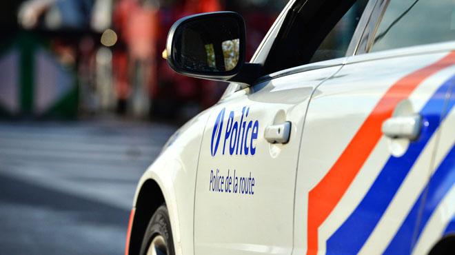Une voiture et un car transportant 49 adolescents se sont percutés sur la E19 à Seneffe