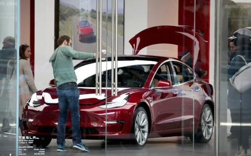 Tesla reste confiant sur la production du Model 3, mais brûle de l'argent