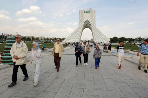 Touristes étrangers en Iran cherchent rials désespérement