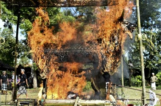 A Bali, le rite hindou de la crémation des morts