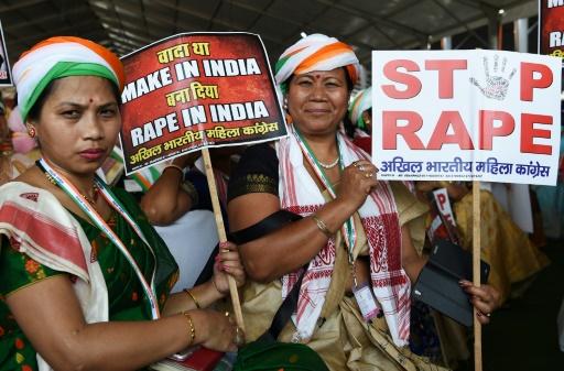 Inde: une adolescente violée puis brûlée vive, quatorze arrestations