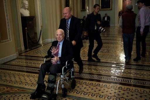 McCain ne veut pas que Trump assiste à son enterrement, selon des médias