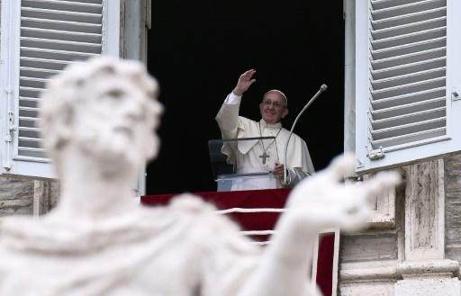 Manifestation de catholiques antipédophilie sous les fenêtres du pape