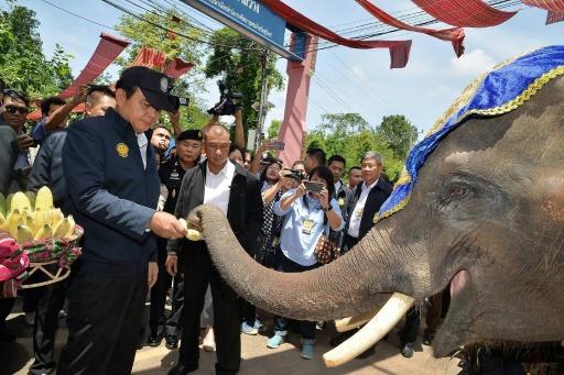 En Thaïlande, le chef de la junte tisse sa toile dans les régions