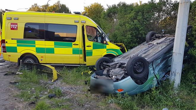 Une ambulance et une voiture se percutent violemment à Charleroi: quatre blessés dont un grave