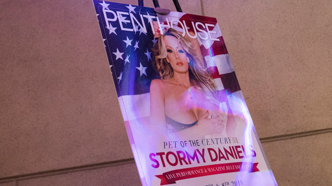 Stormy Daniels, celle qui menace Donald Trump, continue ses strip-teases: un journaliste y a assisté au Penthouse club