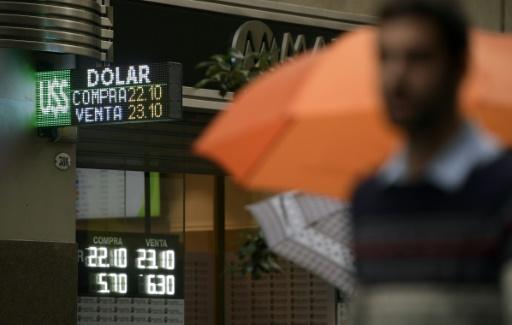 Argentine: le peso en légère baisse au début des négociations avec le FMI