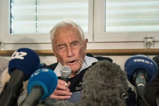 Un Australien de 104 ans pousse la chansonnette à la veille de son suicide