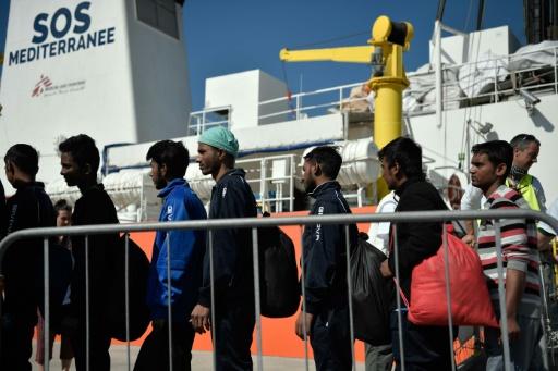 Après un ping-pong diplomatique, 105 migrants arrivent en Italie