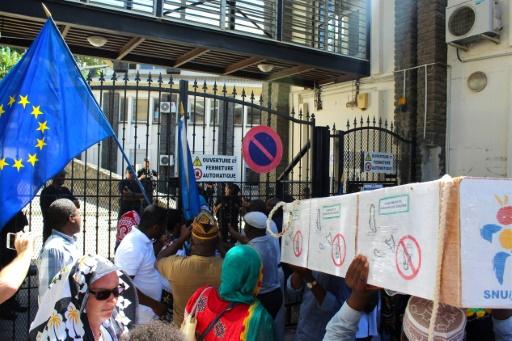 Mayotte: marche pour la défense du statut départemental