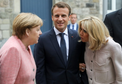 Macron met la pression sur Merkel pour réformer l'Europe
