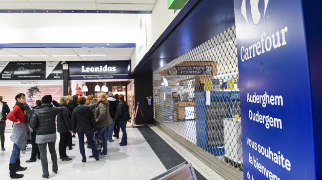 La grève chez Carrefour se poursuit et désole les commerçants des galeries: