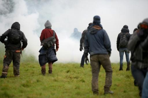 NDDL: nouveau round de discussions lundi sous peine d'expulsions