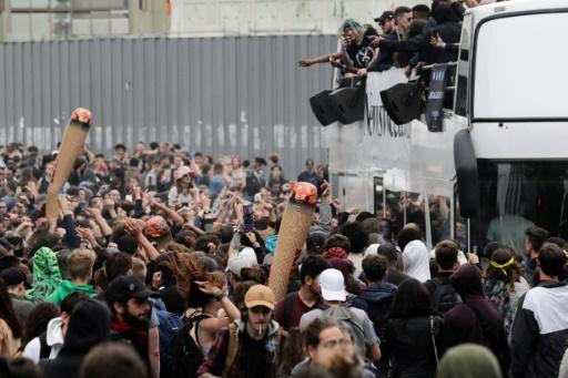 Un millier de personnes marchent à Paris pour la dépénalisation du cannabis