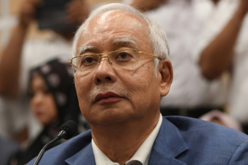L'ex-Premier ministre Najib, soupçonné de corruption, interdit de sortir de Malaisie