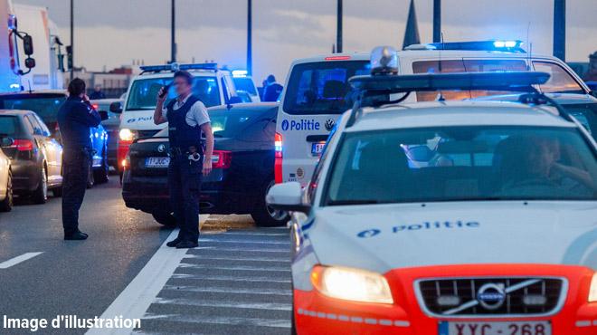 Manuel a foncé sur des douaniers et a été poursuivi par dix combis de police à Charleroi: condamné, il s'inquiète surtout pour sa voiture